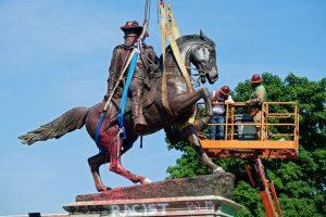 Išmontuojamas paminklas konfederatų generolui J.E.B. Stiuartui